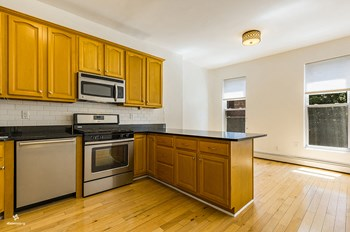 20 Lefferts Place 2 Beds House for Rent Photo Gallery 1