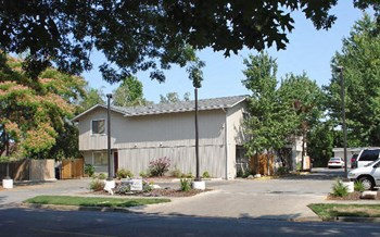 747, 749 & 751 Spring 2 Beds Apartment for Rent Photo Gallery 1