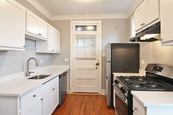 901-927 Wesley Ave. Studio Apartment for Rent Photo Gallery 1