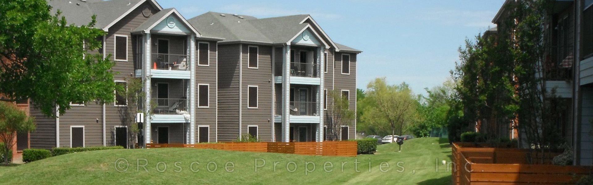 exterior riverside austin apartments
