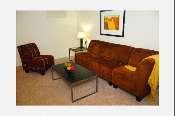 Large Living Room Townhomes in St Louis - The Knolls Townhomes Apartments (St. Louis, MO): From $1,009