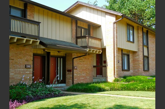 The Knolls Townhomes 3606 Pershall Road St Louis Mo Rentcaf