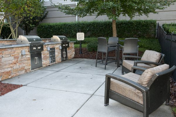 1 bedroom, 2 bedroom, 3 bedroom, apartments, rentals, charlotte, nearby uptown charlotte, midrise, fireplace, outside grilling