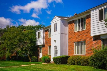 31499 Mound Rd 1 Bed Apartment for Rent Photo Gallery 1