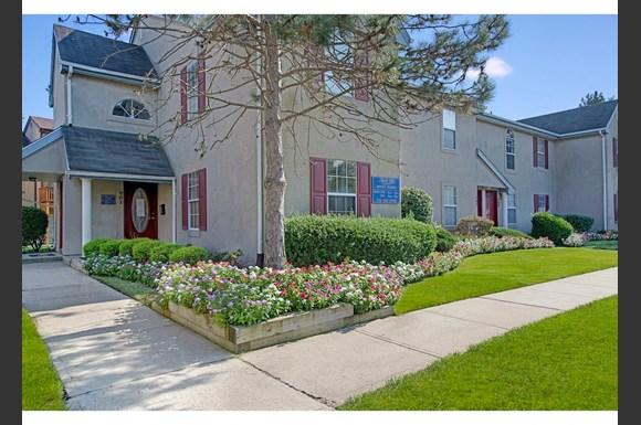 Royal Oaks And East Gardens Apartments 701 Royal Oaks Court Monmouth Junction Nj Rentcafe