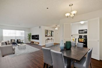 5101 Balboa Boulevard 1-2 Beds Apartment for Rent Photo Gallery 1