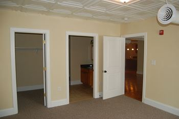 133 W. Washington St. Studio-2 Beds Apartment for Rent Photo Gallery 1