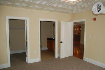 133 W. Washington St. Studio Apartment for Rent Photo Gallery 1