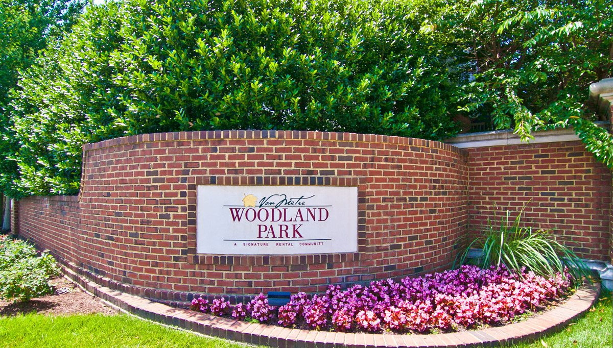 Signage at Woodland Park, Herndon