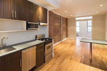 515 West 47th Street 2-4 Beds Apartment for Rent Photo Gallery 1