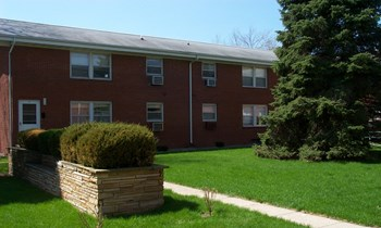 221 S Oak Ave 2 Beds Apartment for Rent Photo Gallery 1