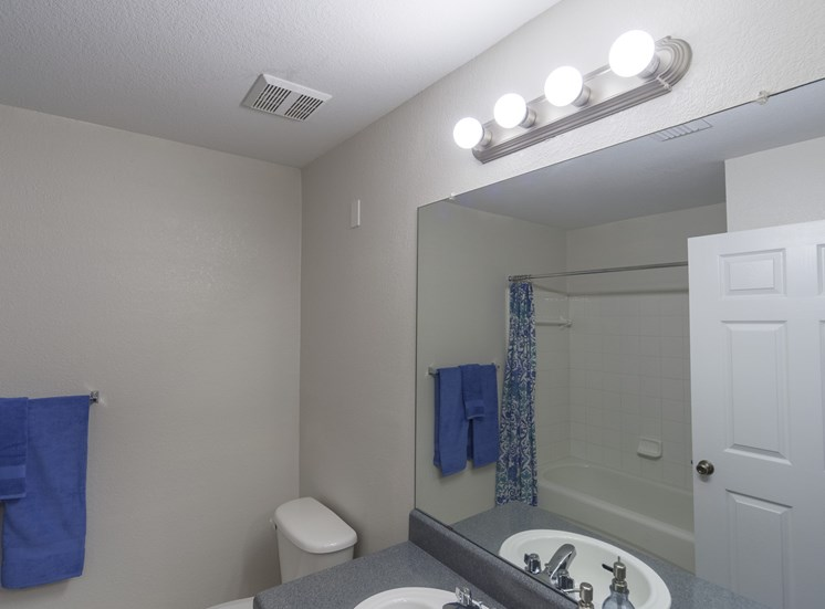 Grande Court Apartments Bathroom