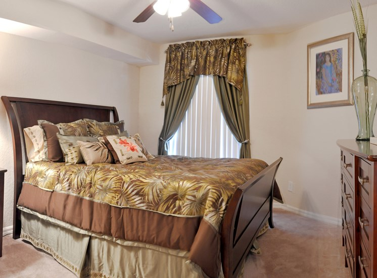 Landings at Boot Ranch Apartments Bedroom