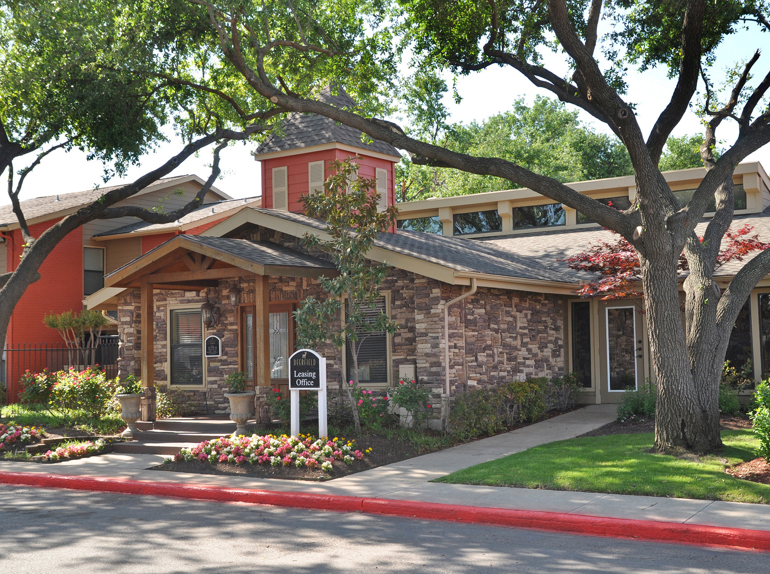 Leasing Office | Apartment Homes in Dallas, TX | Deerfield Apartments