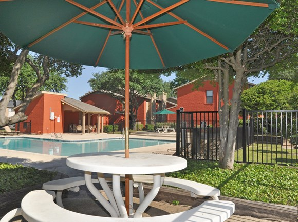 Sundeck Picnic Table | Apartment Homes in Dallas, TX | Deerfield Apartments