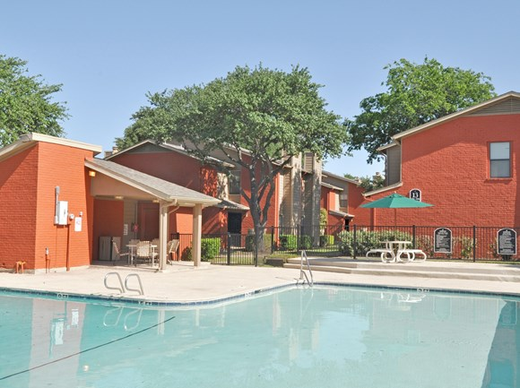 Pool | Apartment Homes in Dallas, TX | Deerfield Apartments