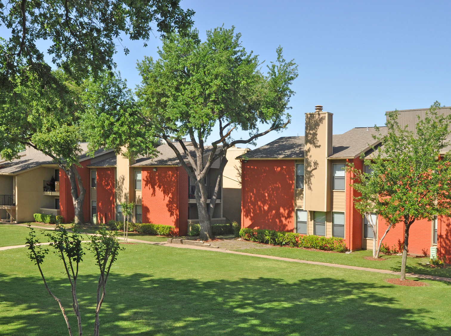 Exterior and Lawn | Apartment Homes in Dallas, TX | Deerfield Apartments