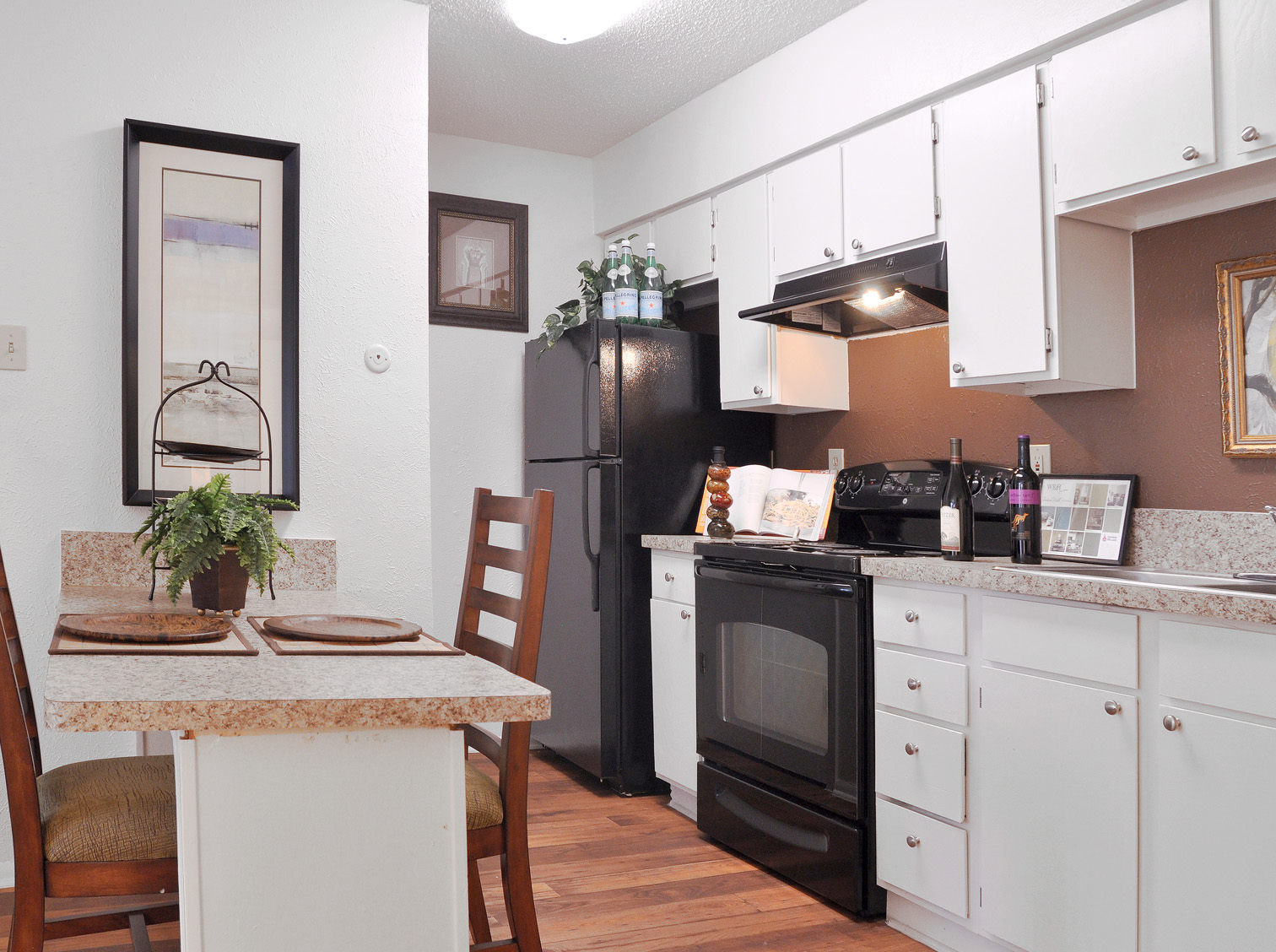 Kitchen | Apartment Homes in Dallas, TX | Deerfield Apartments