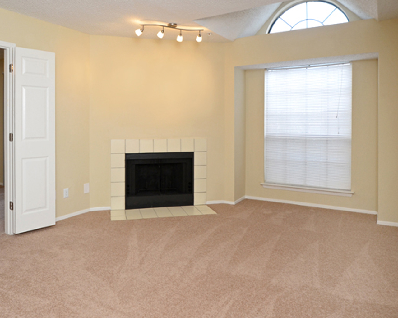 Forest Hills apartments floor plan with fireplace