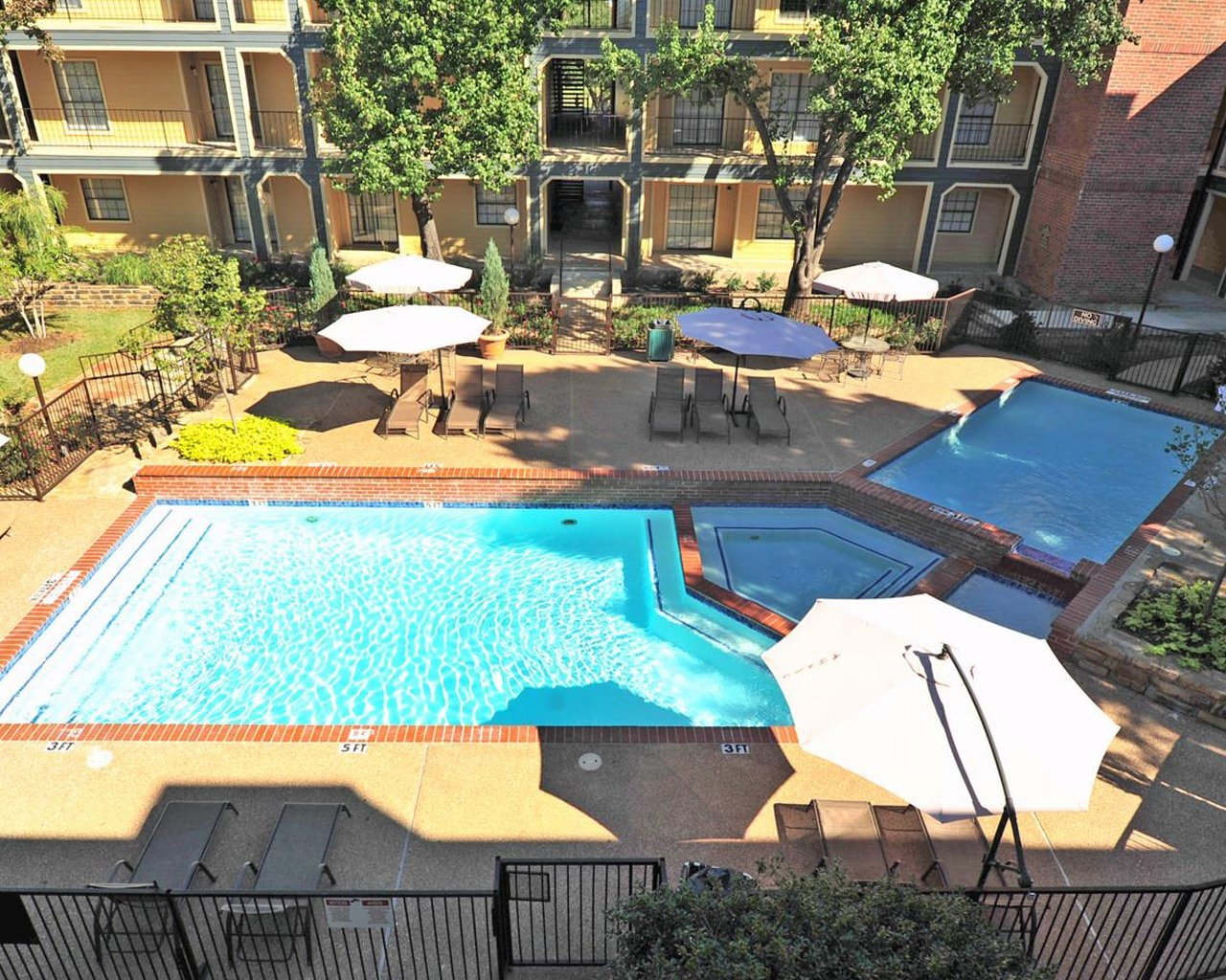 Forest Hills apartments sparkling pool