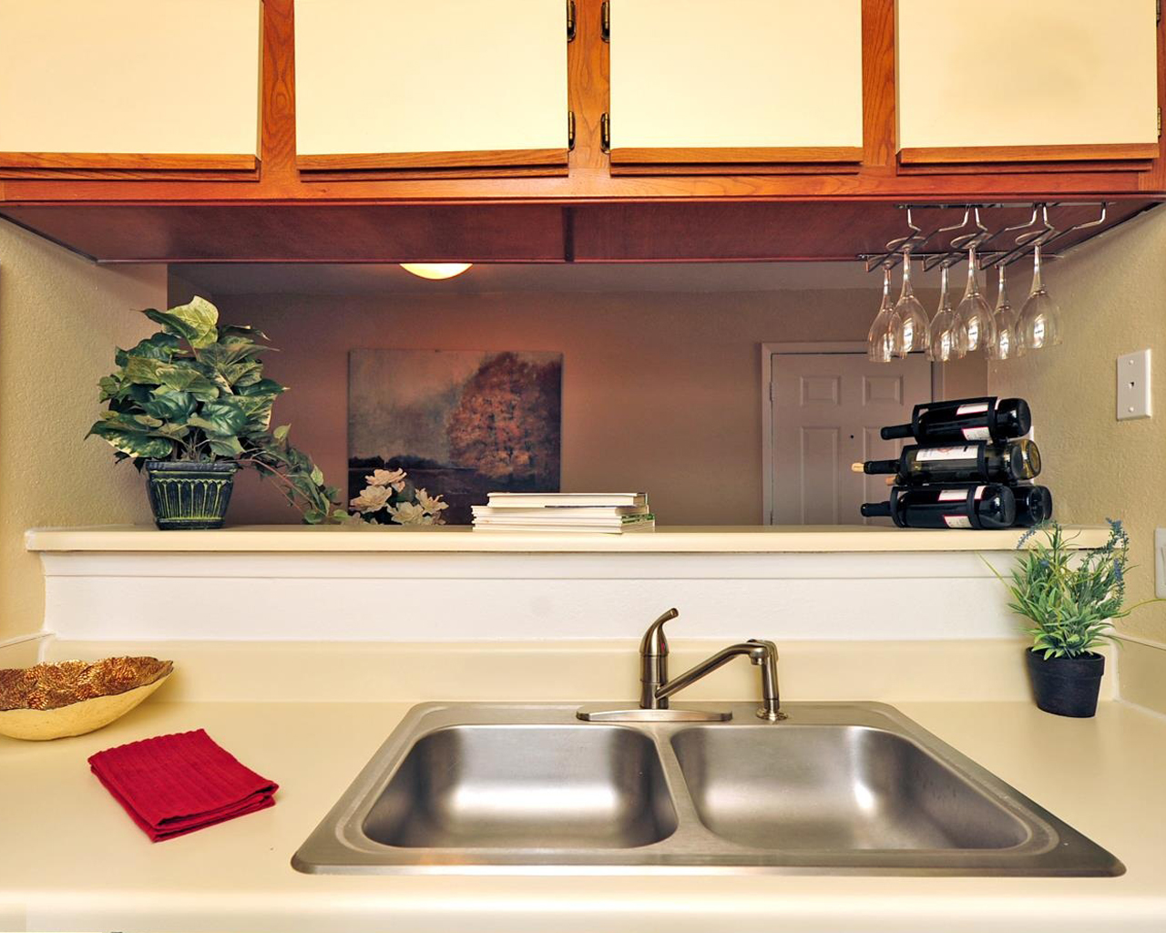 Forest Hills apartments fully equipped kitchen