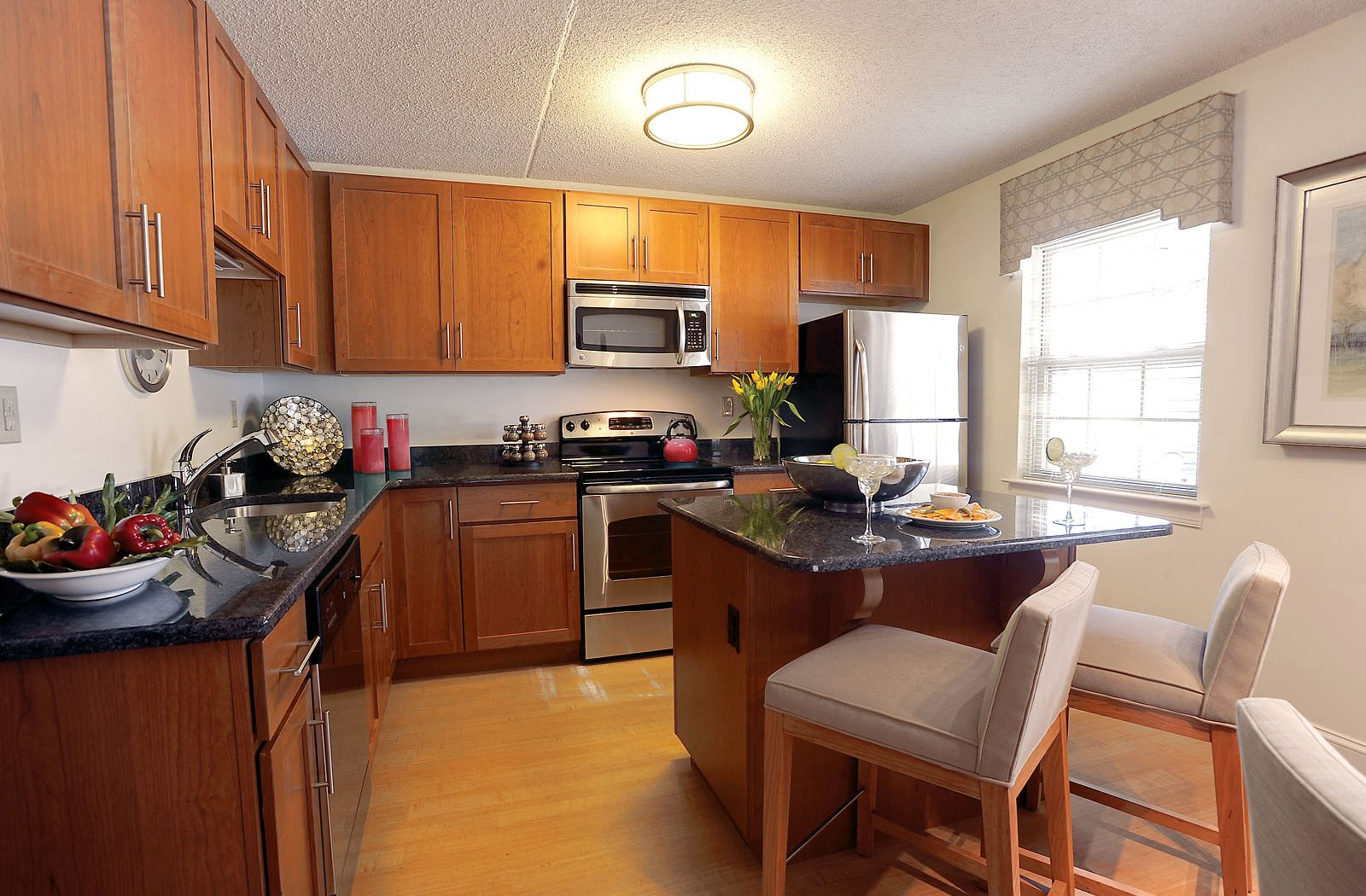 Deluxe Kitchen and Dining Room at Chaddwell