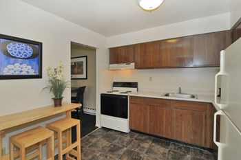 2647 SW 30th St. 1-2 Beds Apartment for Rent Photo Gallery 1