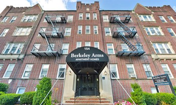 154 Union Ave 1-2 Beds Apartment for Rent Photo Gallery 1