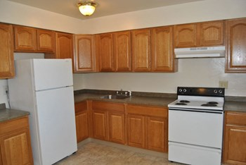 762 Greens Ave 1-2 Beds Apartment for Rent Photo Gallery 1