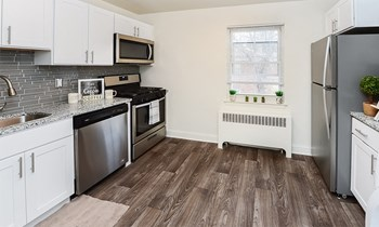 84A Wabeno Avenue 1-2 Beds Apartment for Rent Photo Gallery 1
