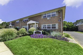 73 Cedar Ave 1-2 Beds Apartment for Rent Photo Gallery 1