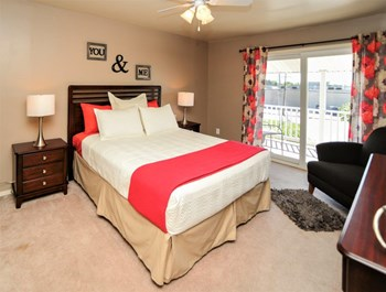 519 Greentree Village 2 Beds Apartment for Rent Photo Gallery 1