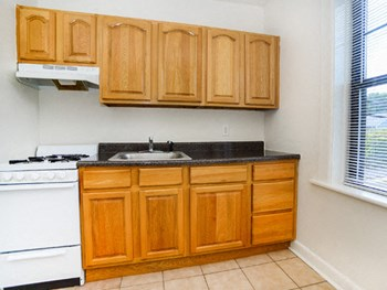 304 Hillside Ave Studio-1 Bed Apartment for Rent Photo Gallery 1