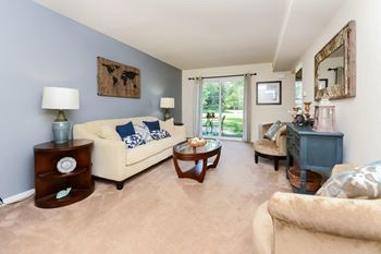 3 A Hunters Circle 1-2 Beds Apartment for Rent Photo Gallery 1