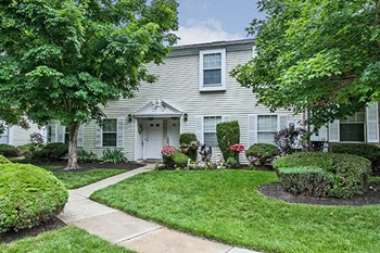 1801 Broadacres Dr 2 Beds Apartment for Rent Photo Gallery 1