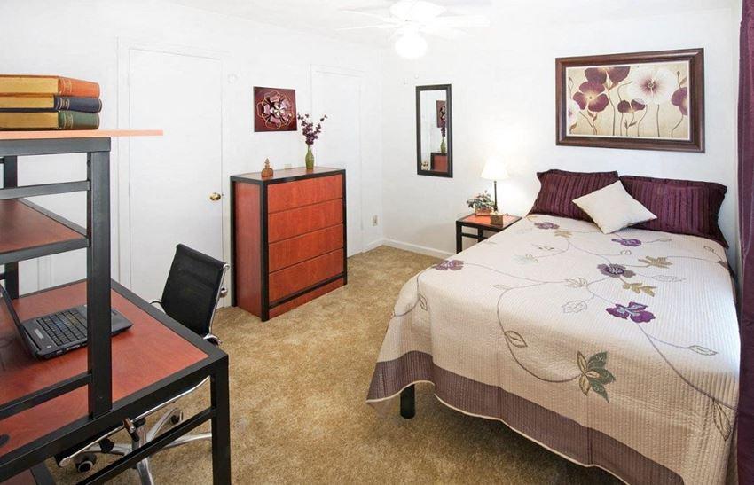Collegiate Suites Of Blacksburg Apartments 1310 Henry Lane Blacksburg Va Rentcafé