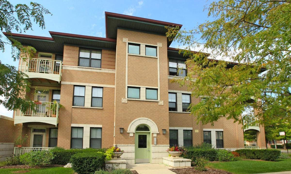 Apartments in Chicago, IL | Oakwood Shores Apartments