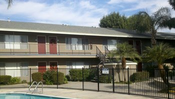 15520 Tustin Village Way 1 Bed Apartment for Rent Photo Gallery 1