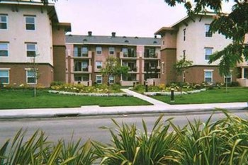 3335 W. Lincoln Avenue 1-2 Beds Apartment for Rent Photo Gallery 1