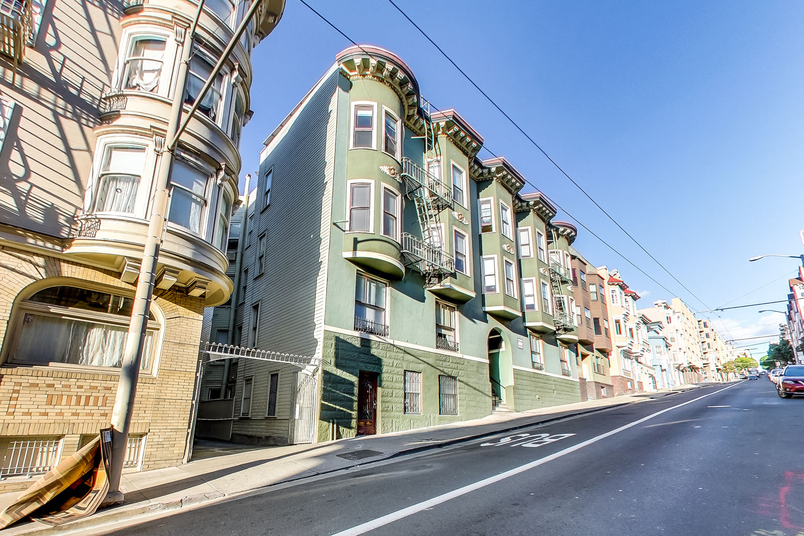 1560 SACRAMENTO Apartments & Suites photogallery 5