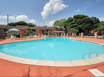 335 E San Augustine St 1-3 Beds Apartment for Rent Photo Gallery 1