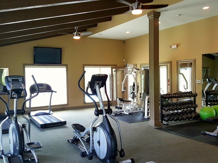 24 hour gym at The Oaks at Prairie View Apartments in North Kansas City, MO