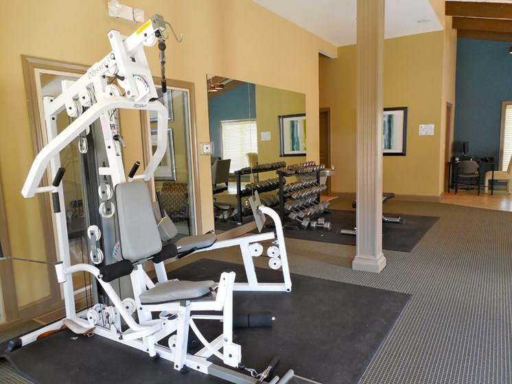 Weight bench at The Oaks at Prairie View Apartments in North Kansas City, MO
