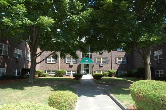 Hallmark Village Apartments 707 Princeton Blvd Lowell Ma Rentcaf