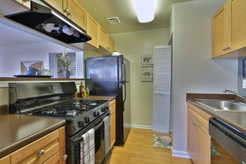 13178 Larchdale Rd 1 Bed Apartment for Rent Photo Gallery 1