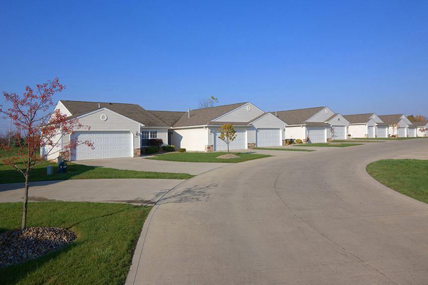 Wooster OH Apartment Rentals Redwoodmilltown Villas Exterior
