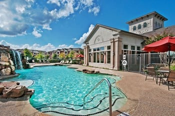 1701 Towne Crossing Blvd 1-3 Beds Apartment for Rent Photo Gallery 1