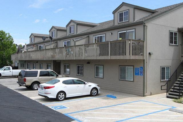 Gold Oaks Apartments Exterior