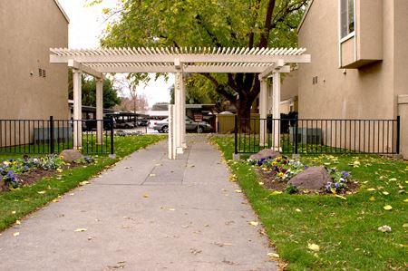 Woodland Oaks Entry to Property