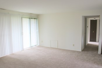 7600(2-A) North Swan Lake 3 Beds Apartment for Rent Photo Gallery 1